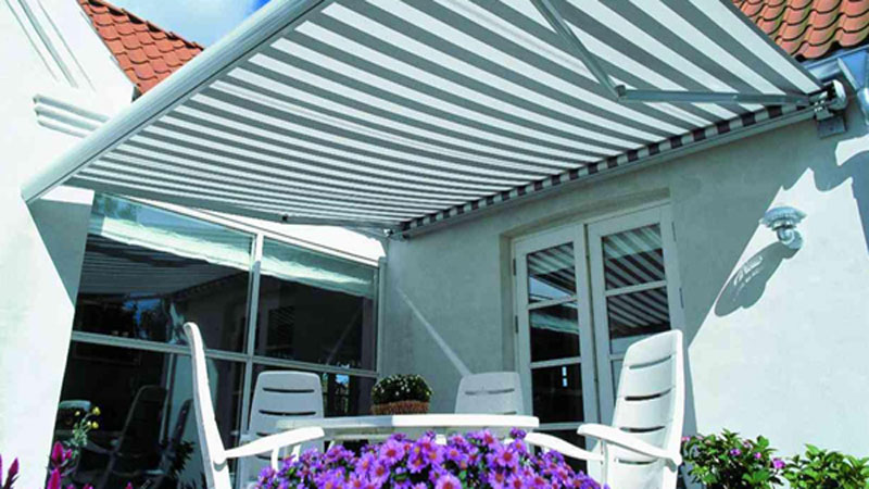 awning-gulung-retractable-awning